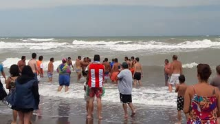Beachgoers Form Human Chain to Save Drowning Swimmer - Video