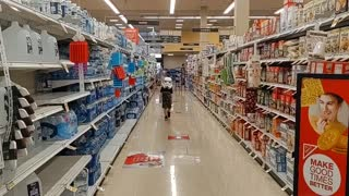 Little boy gets creative in grocery store during pandemic