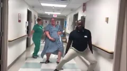 Woman kicked off her 30-hour labor by busting a move!