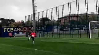 VIDEO: Neymar and Justin Bieber score a Goal together in Barcelona training. - Video