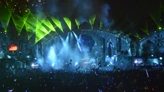 The longest light show from TomorrowWorld - Video