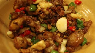 Spicy Bacon Flavored Potatoes in Sichuan? Streetside Food, Chengdu - Video