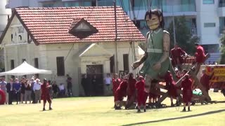 Day 3. The Giants. Diver and Little Girl Giant in Perth. Royal de Luxe. Perth, Australia - Video