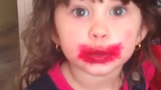 Little girl breaks mom's lipstick, offers priceless solution - Video