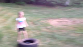 Family always first! Father challenges his children to a tire race  - Video