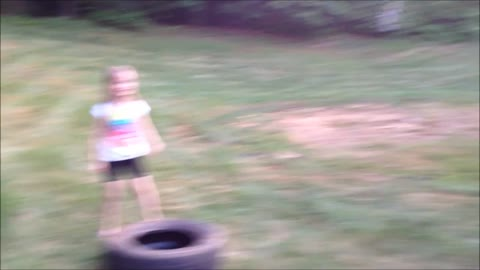 Family always first! Father challenges his children to a tire race