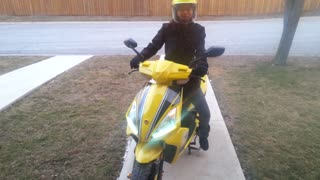 So Dangerous! Mother Rides Scooter In Winter!  - Video