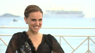 Natalie Portman opens up about her debut feature film - Video