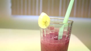 How to make a delicious fruit smoothie - Video