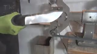 Making a Knife From A Wood Saw - Video
