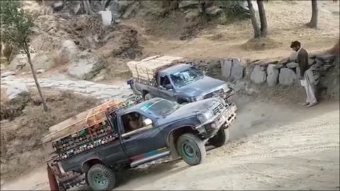 Insane driving skills Toyota hilux classic off road