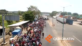 Defiant Caravan of Central American Migrants Marching to US Border - Video