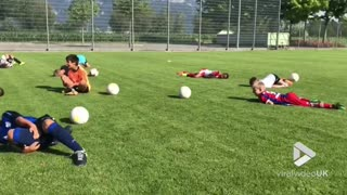 Young soccer players do the ''Neymar'' - Video