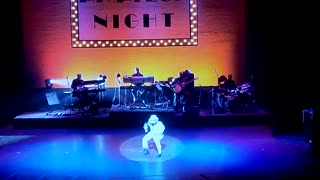 Toddler impersonates Michael Jackson at Apollo Theatre - Video