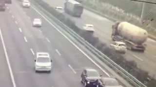 Highway crash  - Video