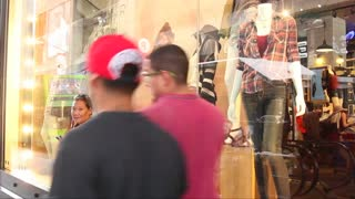 More people knocking out holiday shopping early - Video