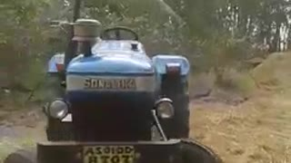 This Amazing Tractor Moving without a Driver - Video
