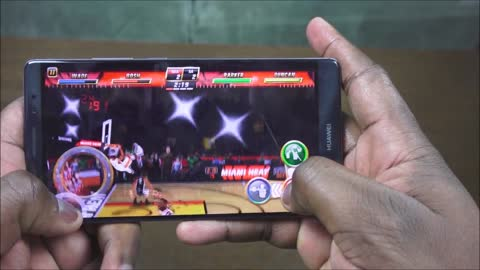 Gaming on the Huawei Mate 8 smartphone