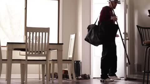 Woman totally fails at scare prank