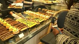 French entrepreneurs create app to combat food wastage - Video