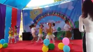Kids Dancing Funny Video - Better when I'm Dancing - Easy kids dance warming-up choreography