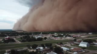 Drone captures insanely massive dust storm