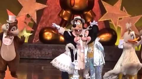 Disney Micky Surprised With Family on Stage Show