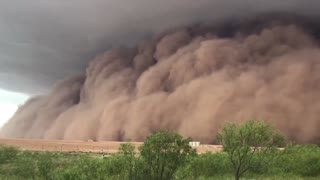 Massive Sand Storm Strolls Through Texas