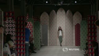 Kaleidoscope of motifs at Gucci womenswear show - Video