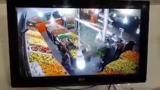 Armed robbery from fruits shop - Shiraz - Video