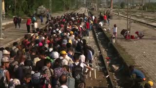 Migrants reach Greece-Macedonia border - Video