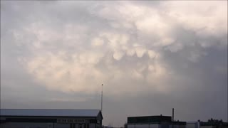 "VERY STRANGE Looking Clouds ""Falling"" From The Sky - Video"