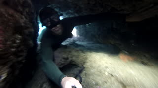 Narrow underwater cave nearly traps risky diver - Video