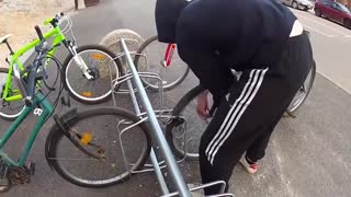 How to steal a bike in some second - Video
