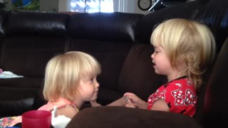 Identical twin toddlers have their own language - Video