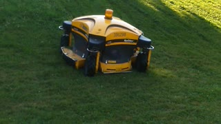 Incredible remote controlled lawnmower cuts grass with ease - Video