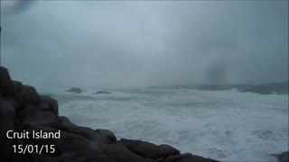 Gale force winds hit Irish coast - Video