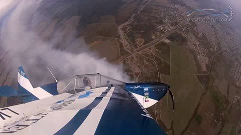 Pilot pulls off insane 'flat spin' with no hands