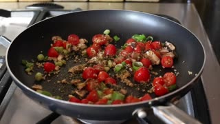 Prepare garlic tomato spaghetti in 9 minutes in a single pan - Video