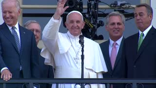 Pope greets well-wishers from Capitol balcony - Video