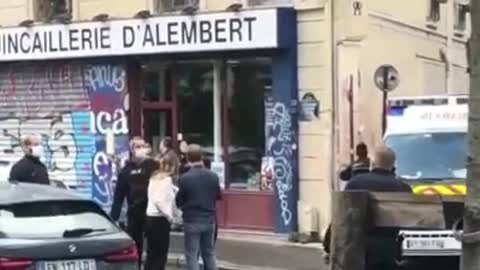 """Paris attack 4 wounded and two arrested near """"Charlie hebdo"""" headquarters"""