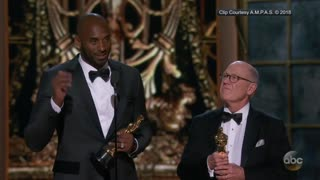 Kobe Bryant throws shade at Laura Ingraham during Oscar speech - Video