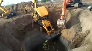 Jcb machine accident  - Video