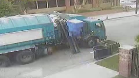 Hilarious Garbage Truck Has A Bone To Pick With Dumpsters