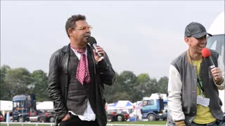 Craig Charles addresses crowds in Oswestry - Video