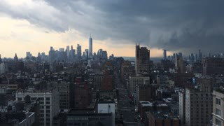 Dramatic timelapse shows massive thunderstorm rolling through NYC - Video