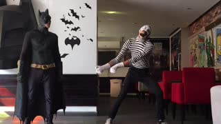 mime man VS batman  - Video
