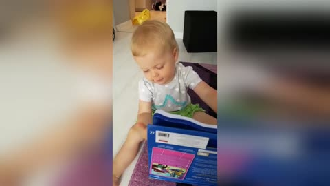 18-Month-Old Baby Girl Sings Hallelujah