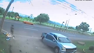 Soul leaves human body after crash - Video