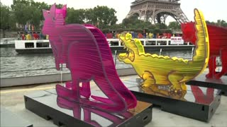 Colorful Noah's Ark animal sculptures arrive in Paris - Video